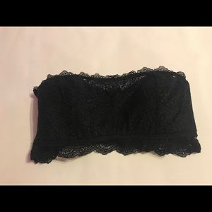 BANDEAU Black strapless bra.